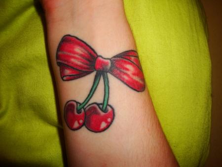 pustebluemchen schleifen kirschen ged ns tattoos von tattoo. Black Bedroom Furniture Sets. Home Design Ideas