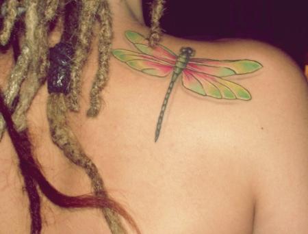 libelle-Tattoo: meine kleine, bunte Libelle :)