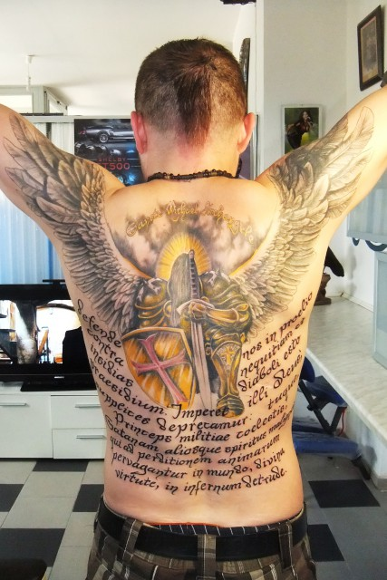 Engel-Tattoo: erzengel mit flatter-effekt