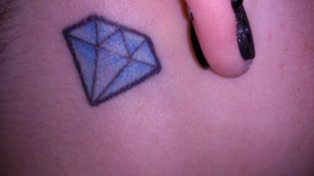tattoo hinterm ohr motive mein schmetti hinterm ohr diamant hinterm ohr halstattoo und. Black Bedroom Furniture Sets. Home Design Ideas