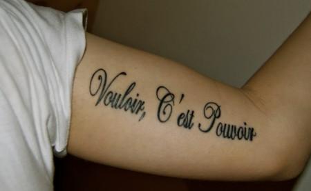 schriftzug-Tattoo: Vouloir, c'est pouvoir