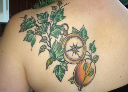 Kompass mit Efeu