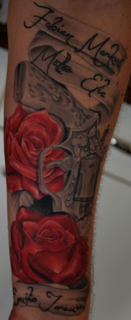 Revolver mit rosen