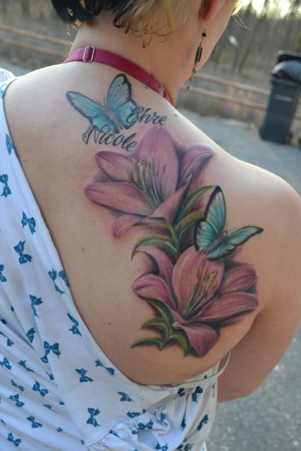 blüten-Tattoo: Wieder einmal Blüten