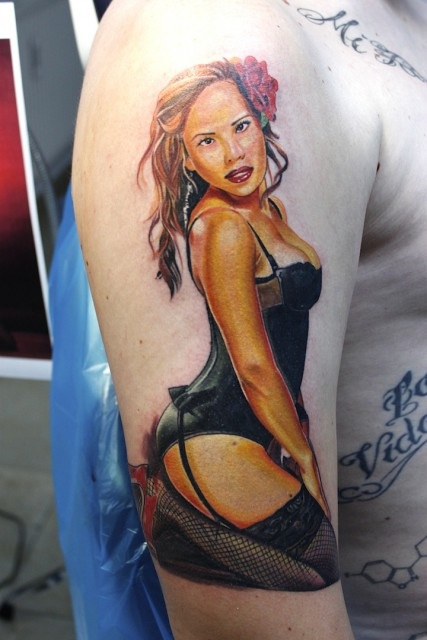 pin-up-Tattoo: Pinup  www.electrographictattoo.de