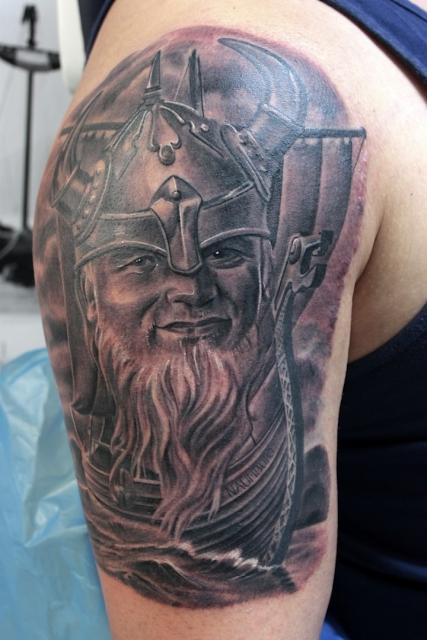 schriftzug-Tattoo: In Gedenken an Papa. www.electrographictattoo.de