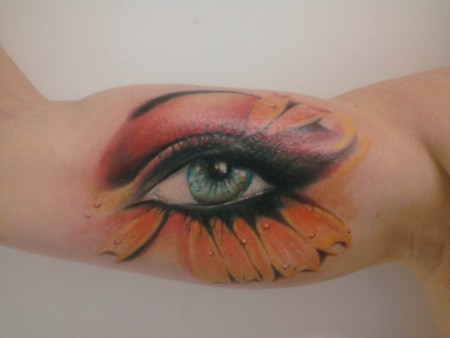 auge-Tattoo: Freehand