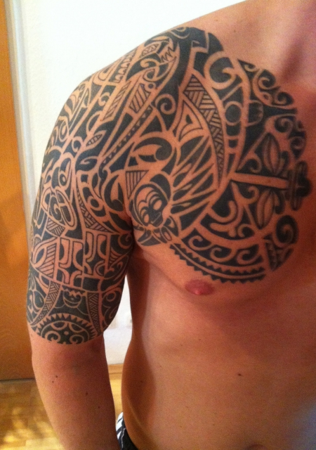 Tattoo oberarm tribal tattoo pictures to pin on pinterest - Maori Tattoo Am Oberarm Bedeutung Der Zeichen Pictures To
