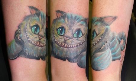 grinsekatze-Tattoo: Alice im Wunderland Teil 2. Grinsekatze