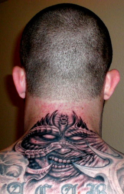 beste hals tattoos tattoo lass deine. Black Bedroom Furniture Sets. Home Design Ideas