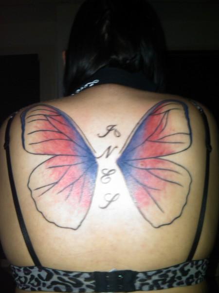 Name und Schmetterlingsflügel