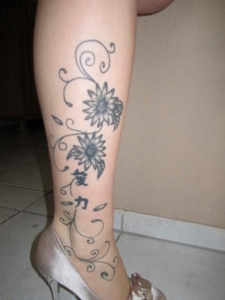 angie09 blumenranken chinesische zeichen tattoos von tattoo. Black Bedroom Furniture Sets. Home Design Ideas