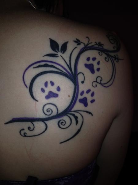 bonsai90 blumenranke mit pfoten tattoos von tattoo. Black Bedroom Furniture Sets. Home Design Ideas