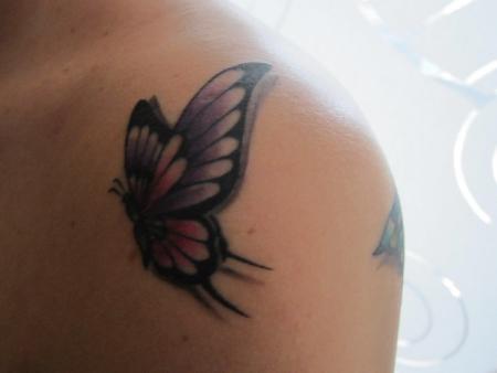 wienermadl75 2 schmetterlinge tattoos von tattoo. Black Bedroom Furniture Sets. Home Design Ideas