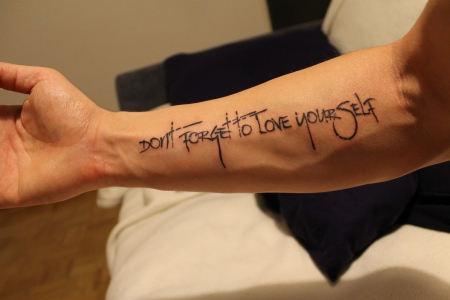 schrift-Tattoo: Don't forget to love yourself