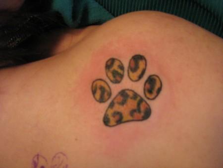 p i t chris katzenpfoten tattoos von tattoo. Black Bedroom Furniture Sets. Home Design Ideas