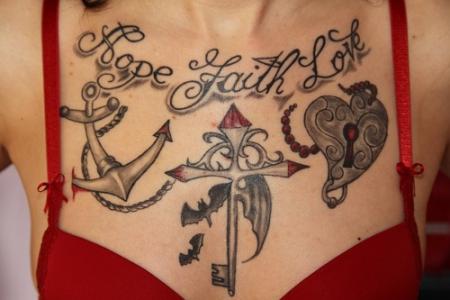 wudebaer glaube hoffnung liebe tattoos von tattoo. Black Bedroom Furniture Sets. Home Design Ideas
