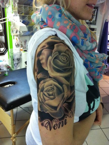 suchergebnisse f r 39 rosen 39 tattoos tattoo. Black Bedroom Furniture Sets. Home Design Ideas