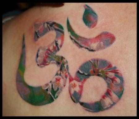 Tattoos on Om Mit Kirschbl  Tenf  Llung   Tattoos Von Tattoo Bewertung De