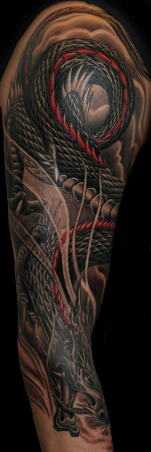 drache-Tattoo: Freehand Sleeve