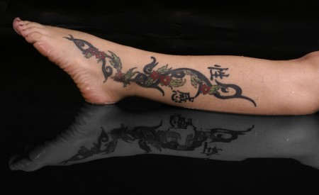 Tribal, mit Blüten und Chinesische Zeichen