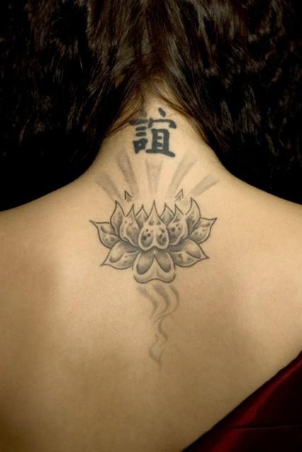 ladykara schutz vor falschen freundschaften tattoos von tattoo. Black Bedroom Furniture Sets. Home Design Ideas