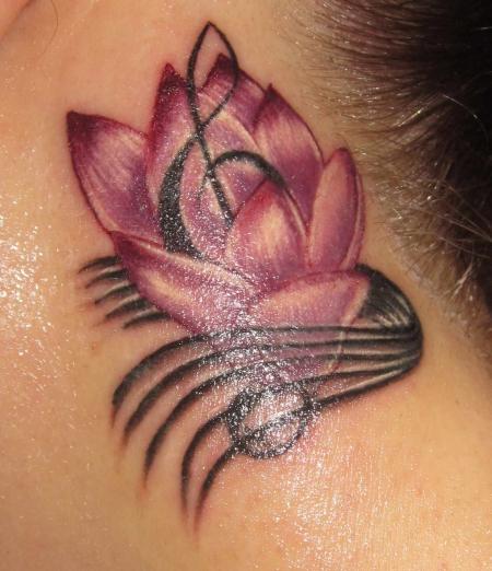 notenschlüssel-Tattoo: Magnolie