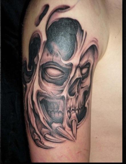 Schädel mit Hautaufriss