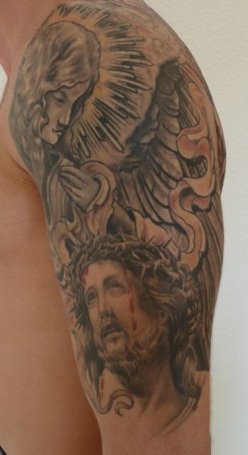schutzengel-Tattoo: Jesus und Schutzengel