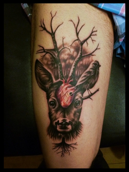 herz-Tattoo: Hirsch mit Herz und Vogel
