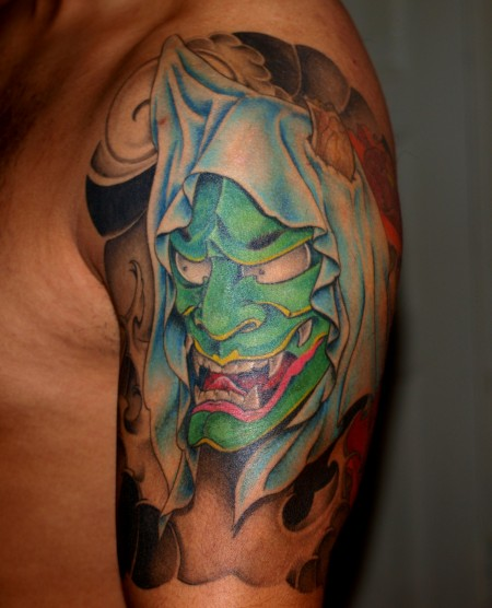hanya-Tattoo: Hanjamaske mit Pfingstrosen