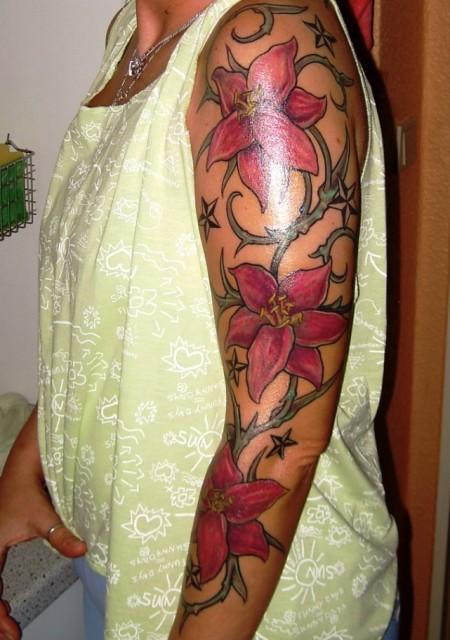 Juppie Lilien Tattoos Von Tattoo Bewertung De