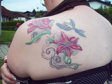 quietschi2002 lilien tattoos von tattoo. Black Bedroom Furniture Sets. Home Design Ideas