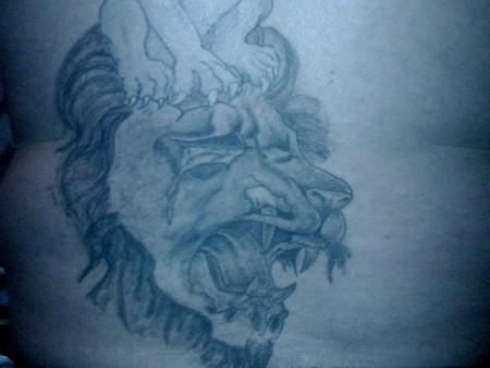 zerfetzter Löwenkopf