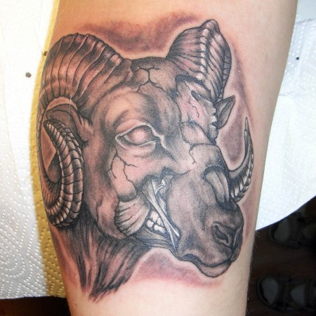 sternzeichen-Tattoo: Zombie Widder