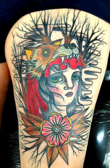 gecko-Tattoo: Mysteriöses Rotkäppchen