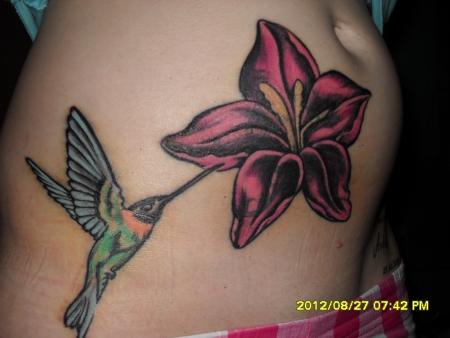 jenandi kolibri mit bl te tattoos von tattoo. Black Bedroom Furniture Sets. Home Design Ideas