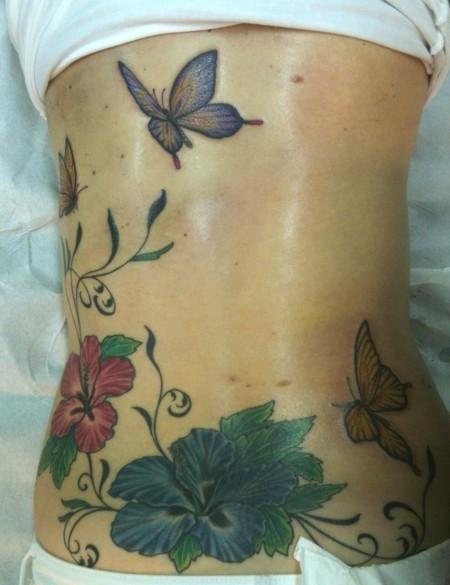 smarti1104 cover up r cken hibiskus mit ranken und schmetterlingen tattoos von tattoo. Black Bedroom Furniture Sets. Home Design Ideas