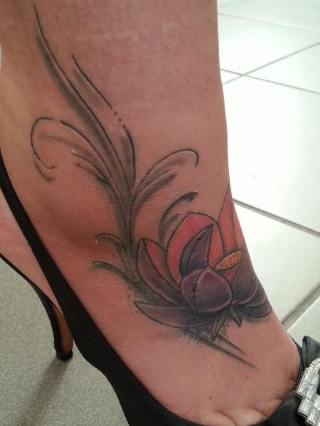 mandyh meine lotusbl te tattoos von tattoo. Black Bedroom Furniture Sets. Home Design Ideas