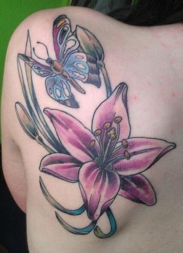 Lilien Schmetterlingtattoo