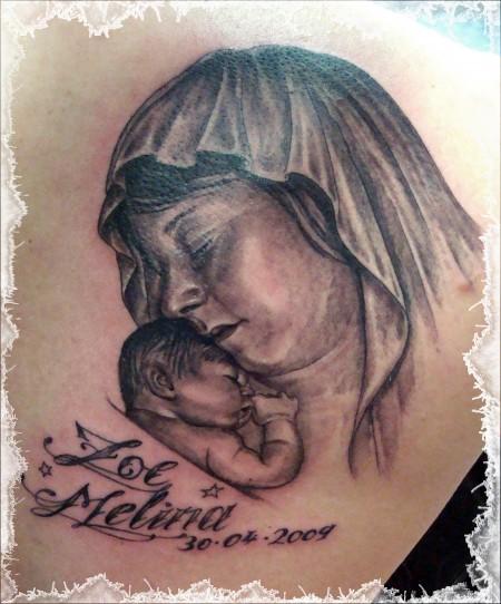 Mutter Kind rechte Schulter