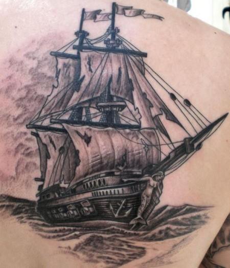 Schiff rechte Schulterseite