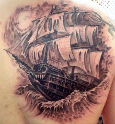 Geisterschiff rechte Schulter