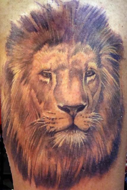 Löwenkopf rechter Oberarm
