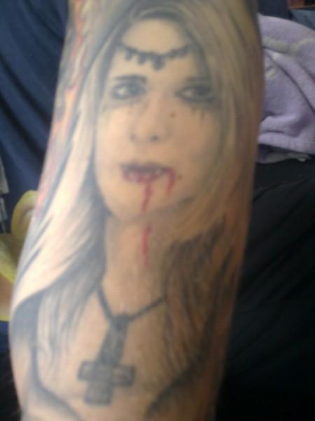 dinoatze vampir frau tattoos von tattoo. Black Bedroom Furniture Sets. Home Design Ideas