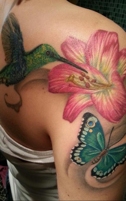 Blumen, Schmetterling und Kolibri