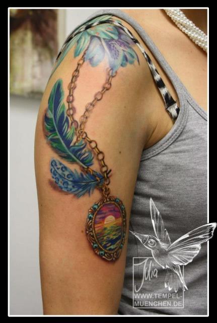 Amulett mit Feder, Mädchenkram :)... von Julia Tempel :)