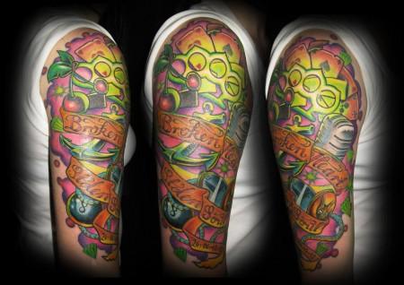 schlagring-Tattoo: Broken Heart