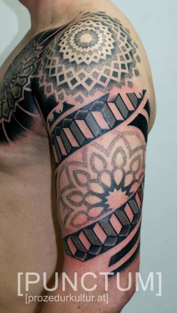 dotwork-Tattoo: BLACKWORK/DOTWORK