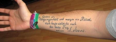 juls schriftzug erstes tattoo made by stechwerk berlin. Black Bedroom Furniture Sets. Home Design Ideas